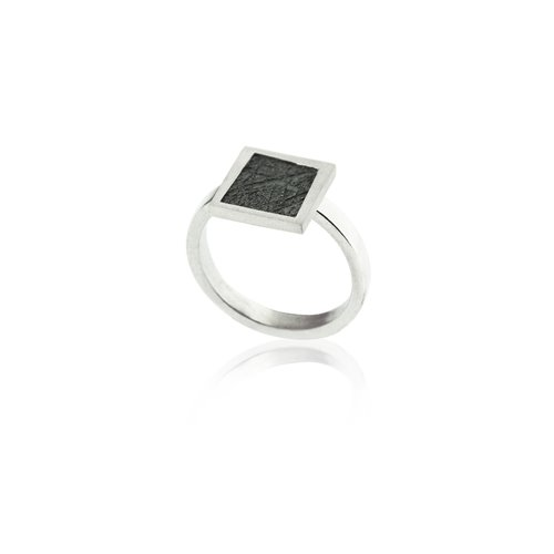 SILVER RING. R2147S