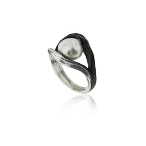 SILVER RING WITH PEARL.  R1748