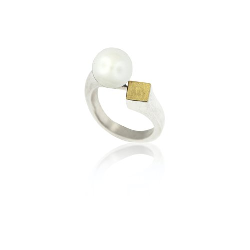 SILVER & GOLD RING w/ PEARL. R1744