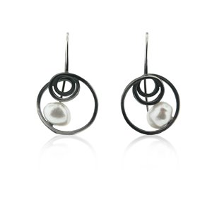 SILVER EARRINGS w/ PEARL. E1749